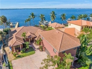 Fort Myers Riverfront Homes